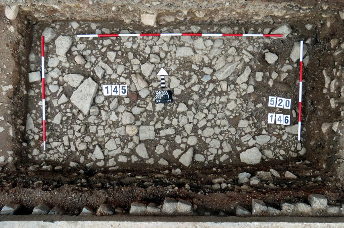 Začištěný původní kamenný povrch náměstí