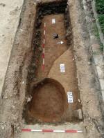 Povrch s archeologickými terény po exkavaci
