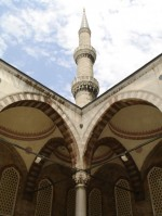 Jeden z ššesti minaretů Modré meššity