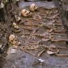 Vypreparovaný společný hrob 5 dětí.